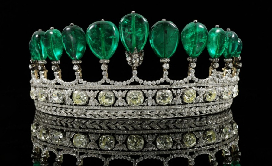 Lot-443.-A-magnificent-and-rare-emerald-and-diamond-tiara-formerly-in-the-collection-of-princess-Katherina-Henckel-Von-Donnersmarck-Circa-1900-950x580