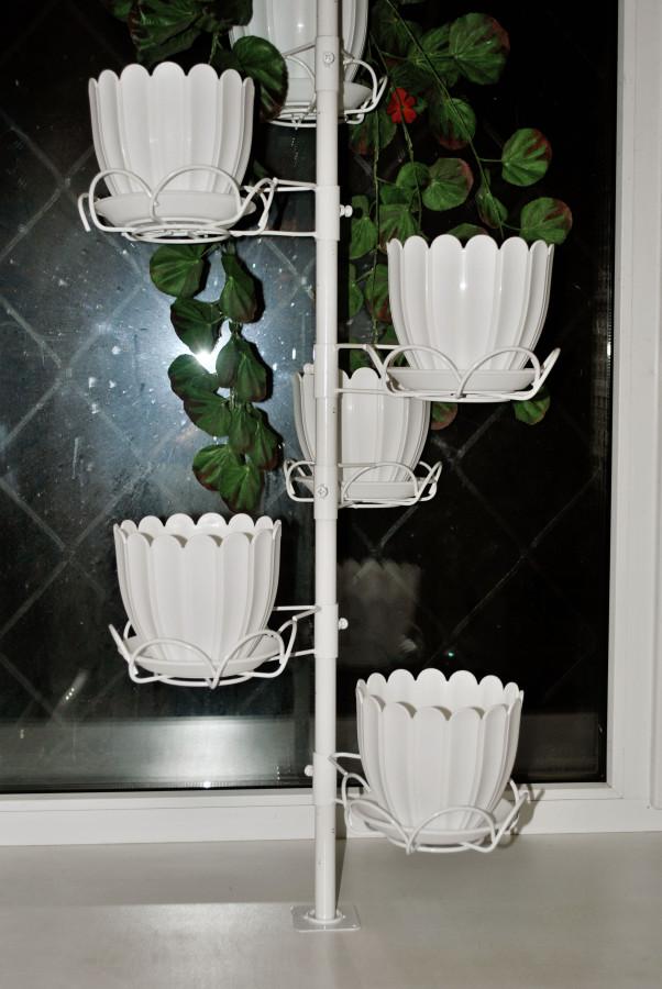 Угловая подставка для цветов своими руками из подручных материалов