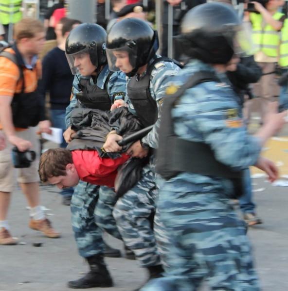 Задержание Михаила Косенко на Болотной площади