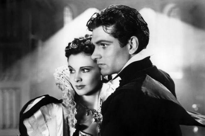 Лоуренс Оливье и Вивьен Ли в фильме «Пламя над Англией» 1937.jpg