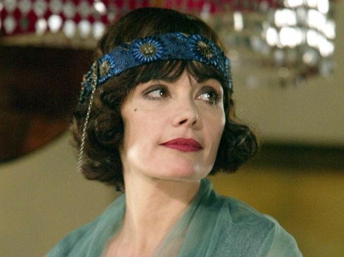 Мари Трентиньян в роли писательницы Колетт.jpg