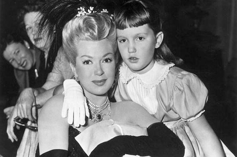 Лана Тёрнер с дочерью.jpg