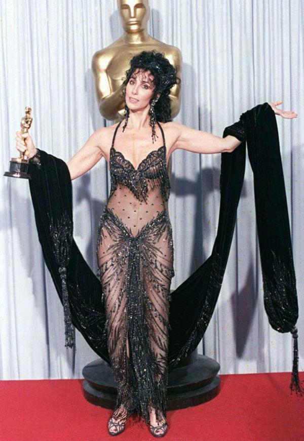 6-Шер в образе Шамаханской царицы на церемонии Оскар - 1988.jpg