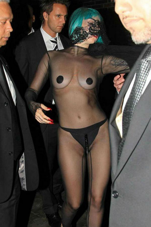 9-Леди Гага на премии CFDA - 2011.jpg