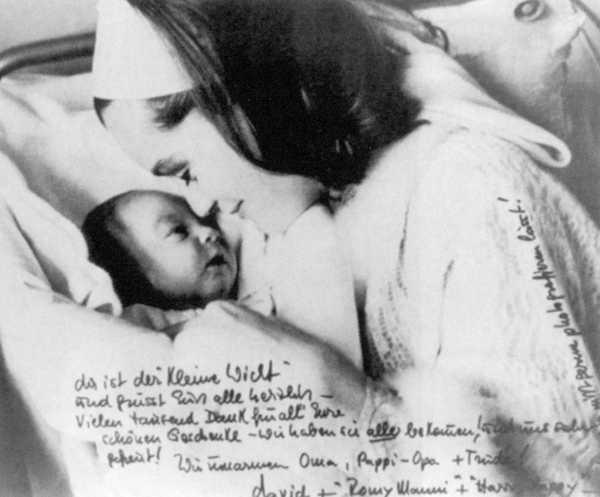 Роми с сыном давидом Кристофоером - 1966.jpg