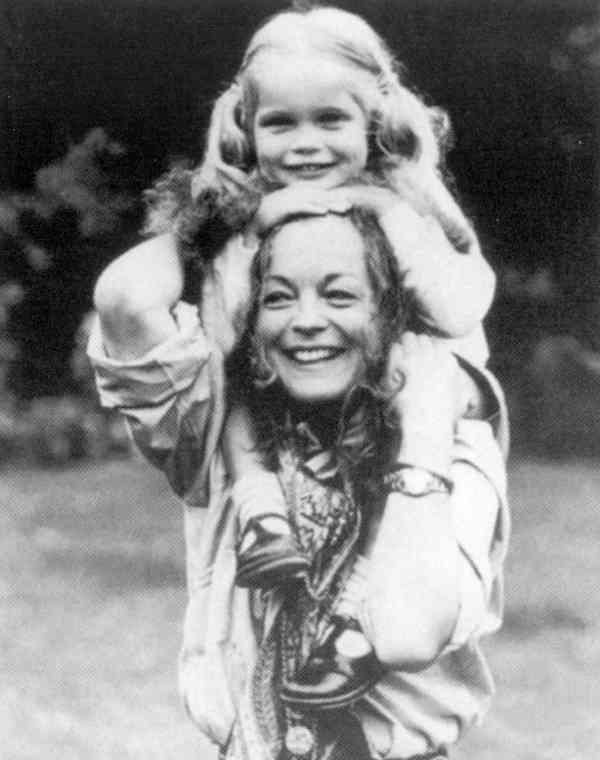 Роми с дочерью Сарой - апрель 1981.jpg