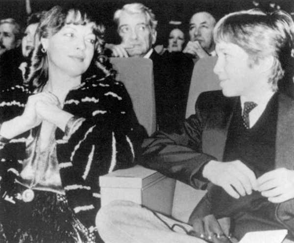 Роми с сыном 31 января 1981.jpg
