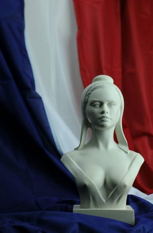 10-Брижит Бардо в образе Марианны, символа Франции.jpg