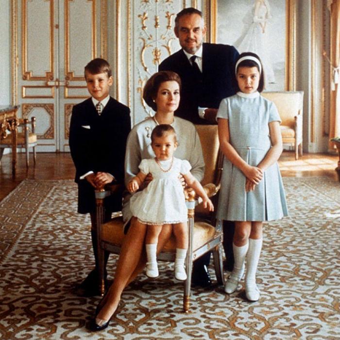 Князь Монако с семьёй.jpg
