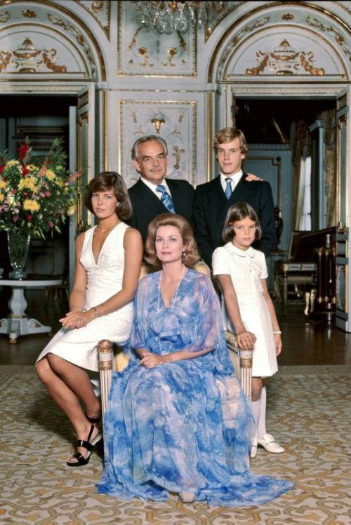 Князь Монако с семьёй 3.jpg