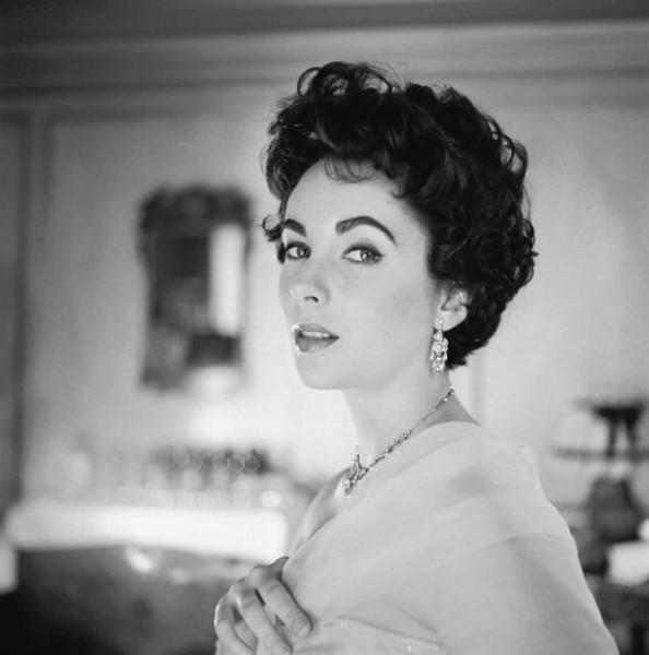 Элизабет Тэйлор (1957) - фото Cecil Beaton.jpg