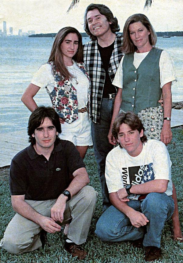 Рафаэль с семьёй.jpg