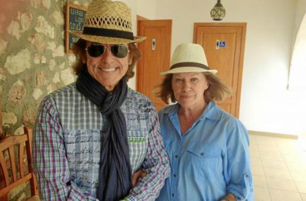 Рафаэль и его жена Наталия Фигероа.png
