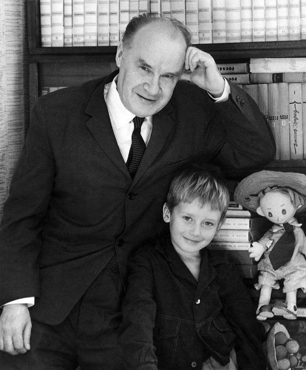 Николай Носов с внуком.jpg