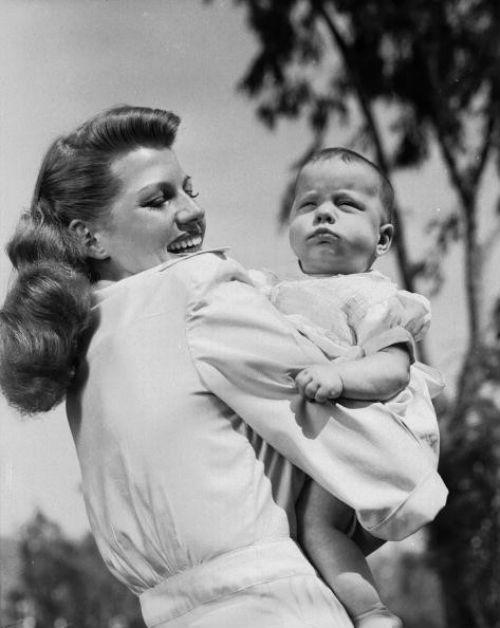 Рита Хейвортт с дочерью Ребеккой.jpg