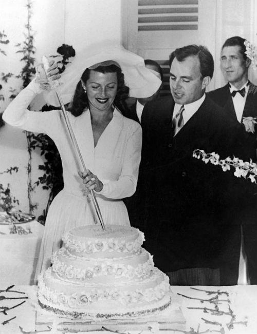 Рита Хейворт и ее третий муж пакистанский принц Али Хан.jpg