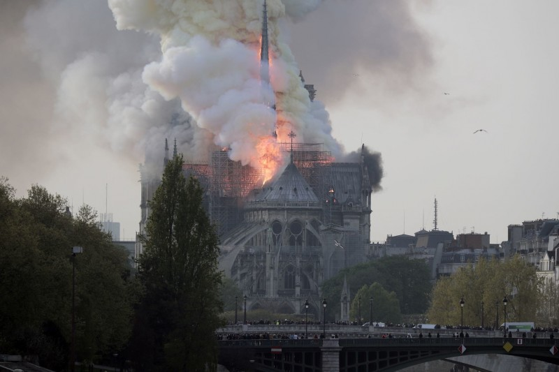 пожар Собор Парижской Богоматери 15 апреля 2019