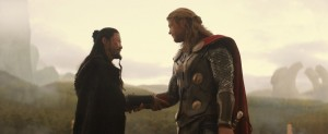 Chris-Hemsworth-and-Tadanobu-Asano-in-Thor-The-Dark-World-2013-Movie-Image