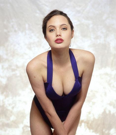 Ретропост: Молоденькая Анджелина Джоли на фотосессии в 1991-м году.