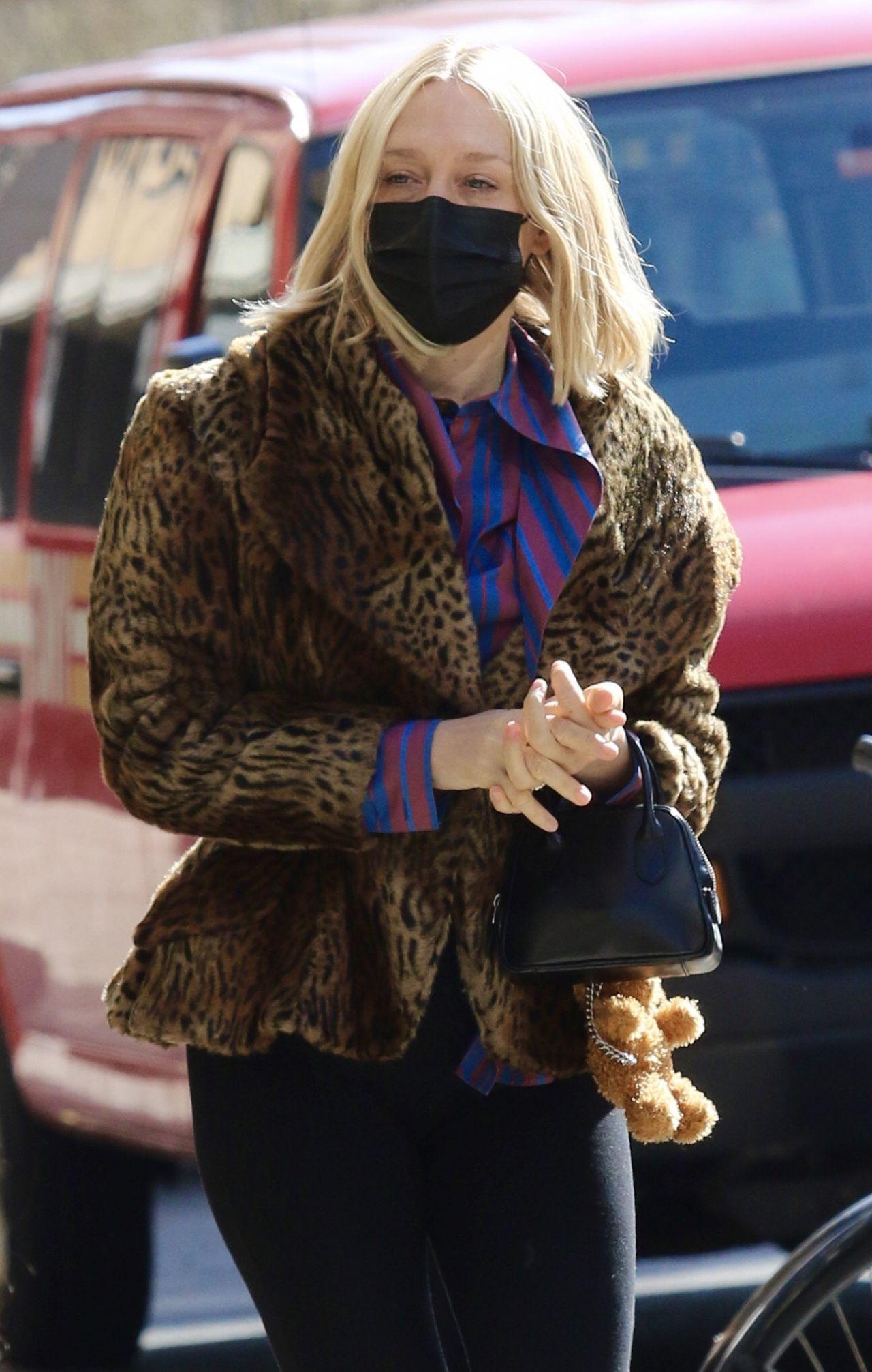 Американская 46-летняя актриса Хлоя Севиньи в Нью-Йорке (29.03.2021)