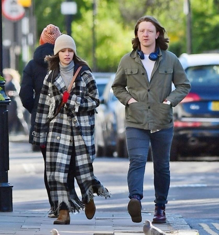 Британская 34-летняя актриса Эмилия Кларк у Канала Регентс в Лондоне (05.04.2021)
