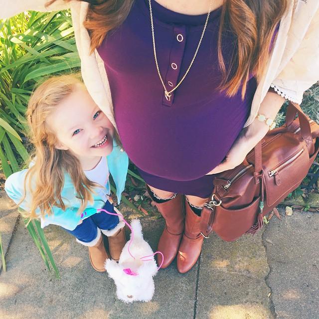 фото беременной мамы с дочкой