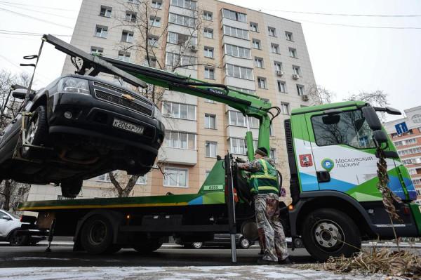 парковка под запрещающим знаком в москве