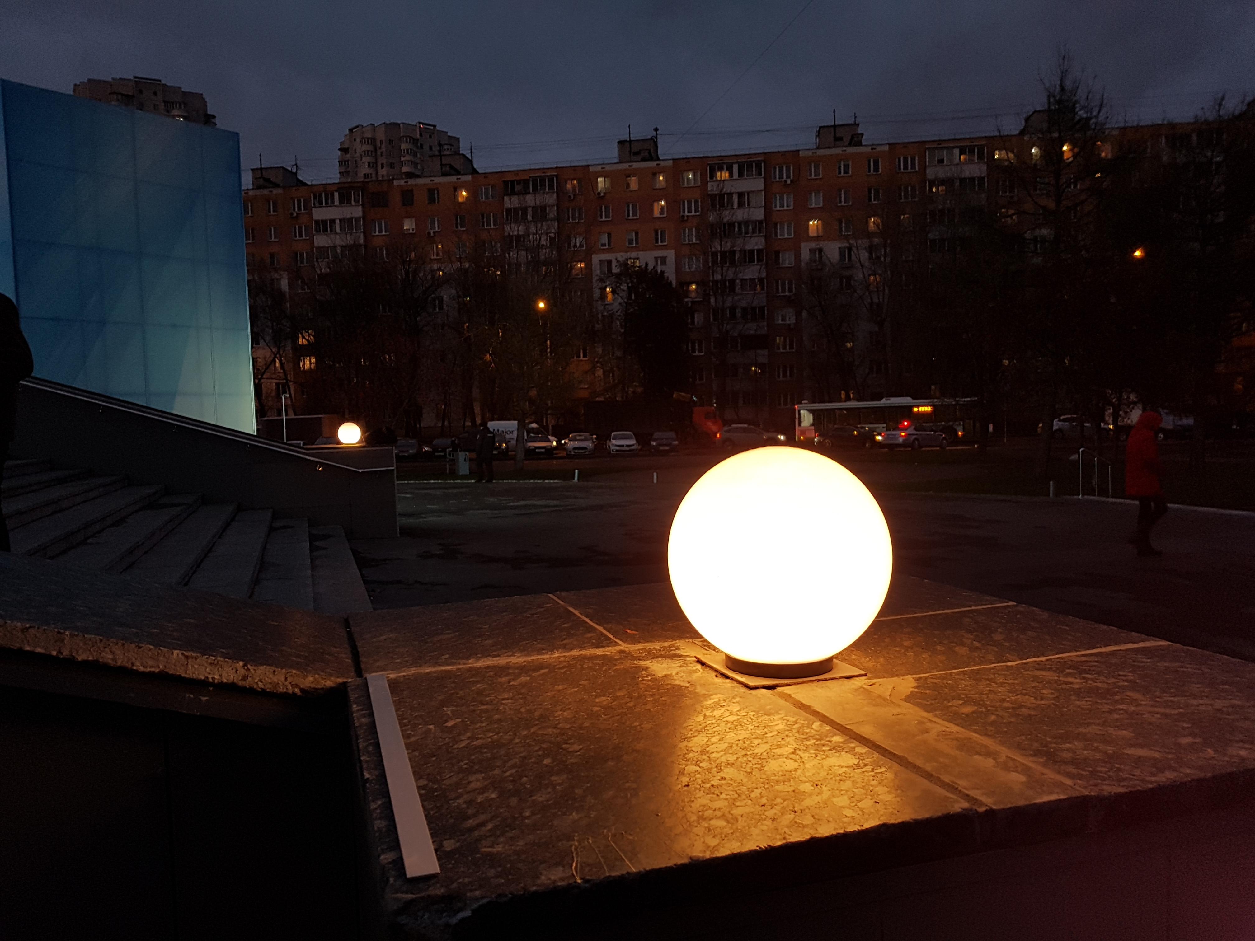 """Плафоны перед главным входом в кинотеатр """"Тула"""". (01 ноября 2017 года) Фото: Рустам Билялов"""