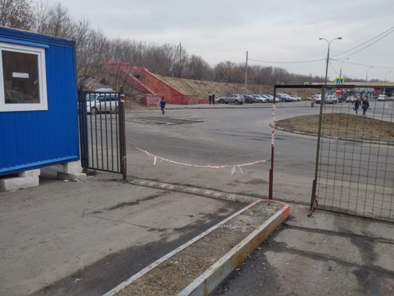 Незаконный захват городской земли и ограничение доступа на территорию общего пользования у станции м. Печатники