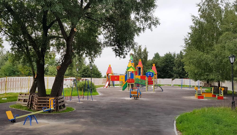 """Детская площадка в парке """"Печатники"""". Фото: Рустам Билялов"""