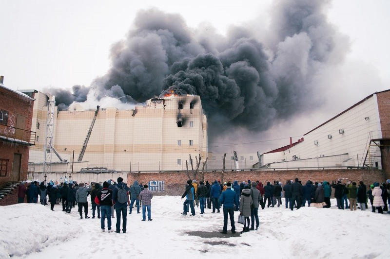 """Пожар в ТЦ """"Зимняя вишня"""" (25.03.2018)."""