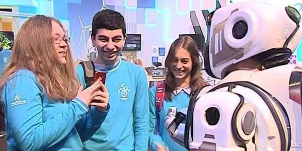 Сверхсовременный российский робот оказался загримированным человеком