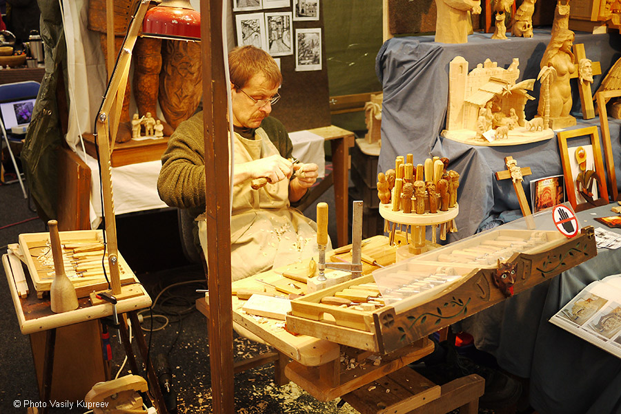 Рождественский рынок в Праге. Резьба по дереву.