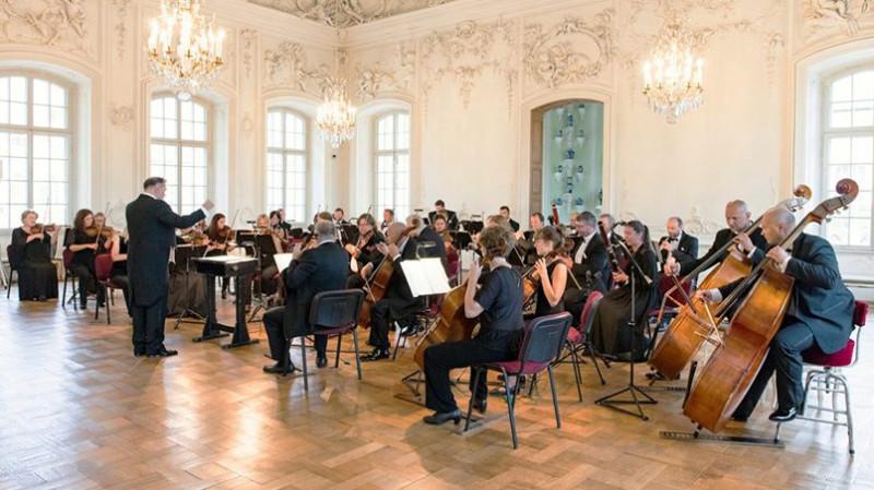 Сегодня в Белом зале Рундальского дворца регулярно проходят концерты классической музыки