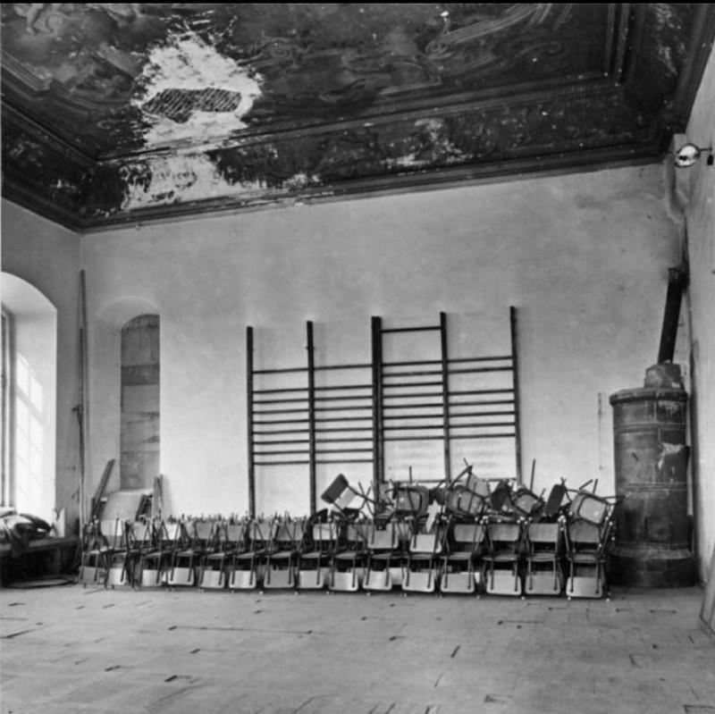 Перед реставрацией помещения Рундальского дворца находились в плачевном состоянии