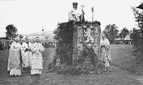 Епископ Коциловский проповедует для добровольцев дивизии СС «Галичина» в Перемышле 4 июля 1943 года / dziennik-zlozony.pl