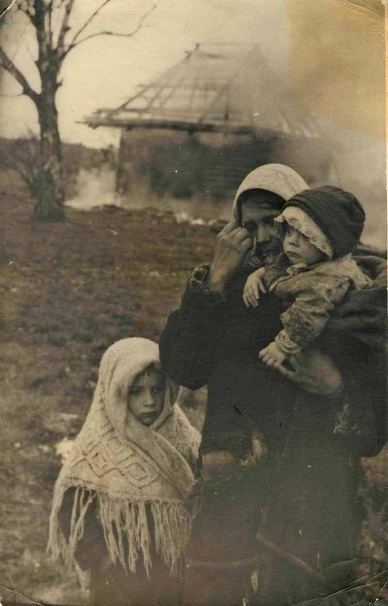 «Враги сожгли родную хату». Без даты. Из фондов Государственного архива Псковской области.