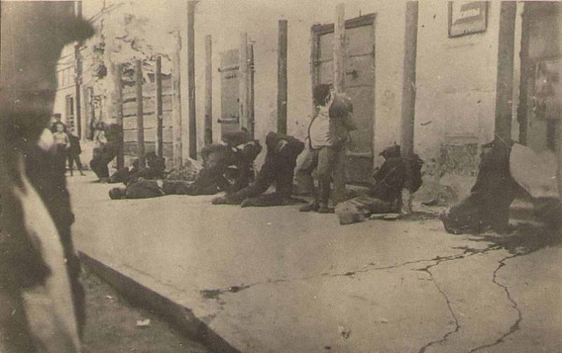 Расстрел 10 мирных жителей в г. Пскове. Август 1941 г. Из фондов Государственного архива Псковской области.