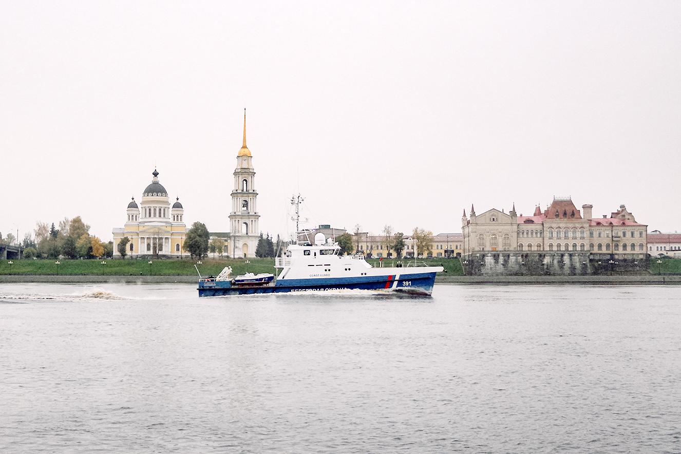 Это вам не какой-нибудь румынский город Будапешт. Это город Рыбинск — центр маломерного судостроения. В XIX веке Рыбинск считался неофициальной «столицей бурлаков»