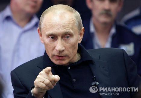 31 августа 2010 года. Председатель правительства РФ Владимир Путин, находящийся с рабочей поездкой в Красноярском крае, во время беседы с рабочими в Норильске.