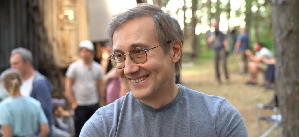 Режиссёр, который снял такие фильмы, как «Легенда 17» и «Экипаж», собрал интернациональный коллектив — профессионалов из России, Австрии, Германии, Франции и Великобритании.