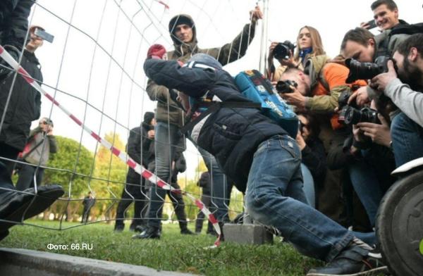 Атака на забор в Екатеринбурге