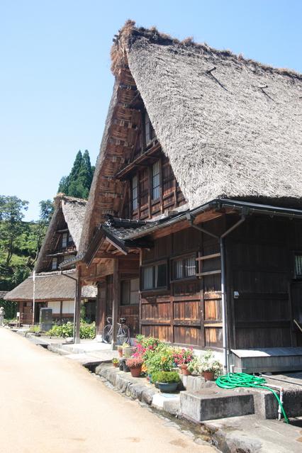 Описание: http://www.japan-i.jp/heritage/shirakawago-and-gokayama/d8jk7l000002tbb8-img/d8jk7l000002tbd4.jpg