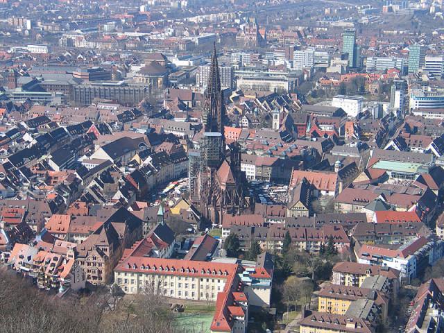 Описание: C:\Users\Fenius\Desktop\Freiburg_vom_Schlossberg.jpg