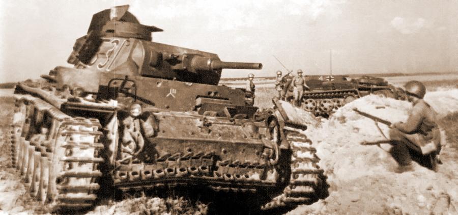 Разбитые Pz.III и Sd.Kfz.250