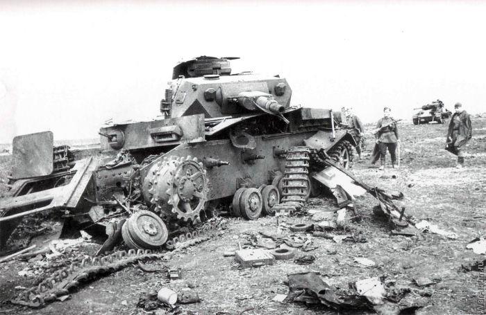 Разбитый средний танк Pz.IV