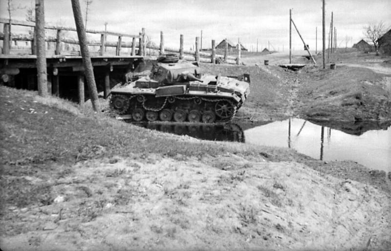 Разбитый средний танк Pz.III