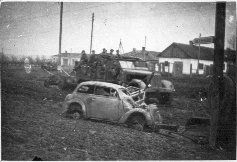Советские артиллеристы на трофейном тягаче. Винница, март 1944-го