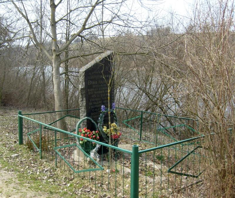 Памятник на месте гибели танкистов 90-го т.п. 45-й т.д.