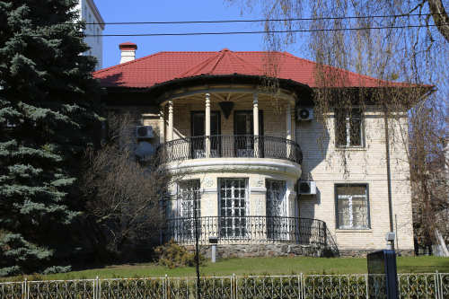 Резиденция фонда «Возрождение» на улице Артёма (Сечевых стрельцов), 46